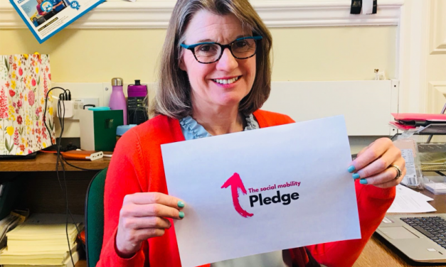 Rachel signs the Social Mobility Pledge and calls on Redditch businesses to join her